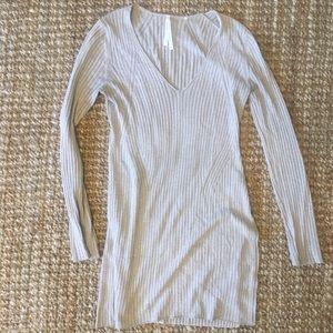 Aritzia light Grey Vneck Silk-Blend Sweater Tunic